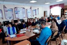 На севере Томской области полицейские провели круглый стол «Мы разные, но мы едины в борьбе против экстремизма»