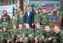 Глава Хакасии встретился с воспитанниками военного спортивно-технического клуба «Десантник»