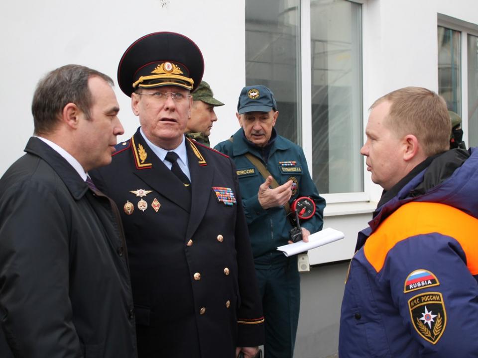 Руководитель и заместитель руководителя КШУ «Метель-2017» на месте отработки практических мероприятий