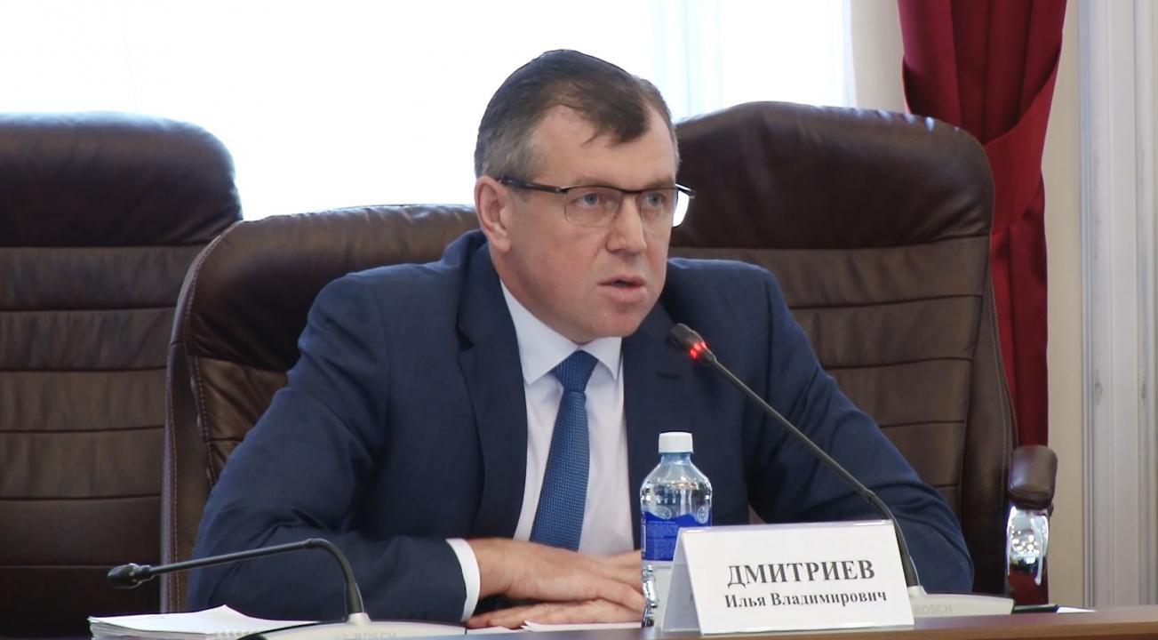 На фото докладчик – председатель Избирательной комиссии Иркутской области И.В. Дмитриев