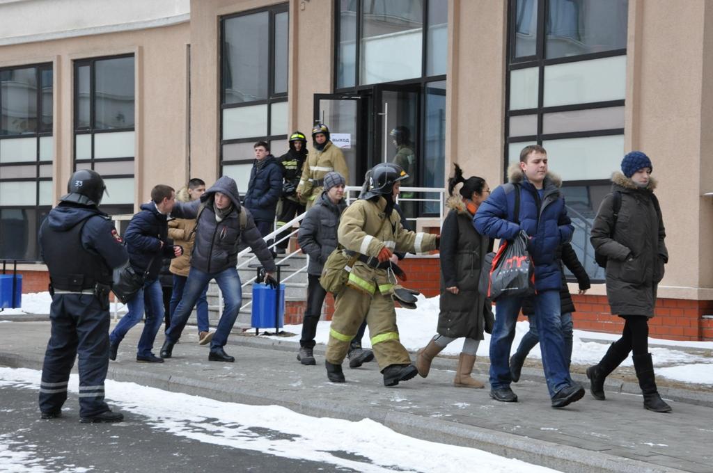 Эвакуация людей из предполагаемой зоны поражения