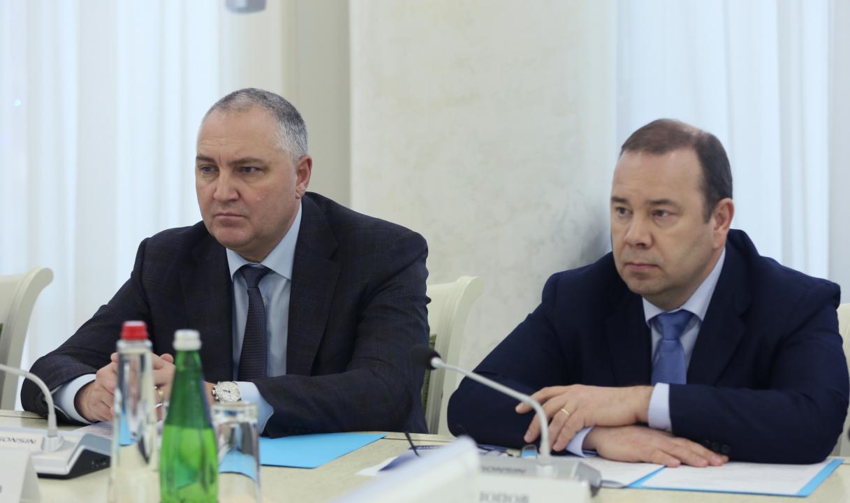 Начальник УФСБ по Республике Дагестан О.Усов, прокурор Республики Дагестан Д.Попов.