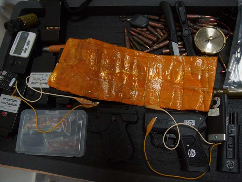 Выставка муляжей взрывных устройств, макетов огнестрельного и холодного оружия