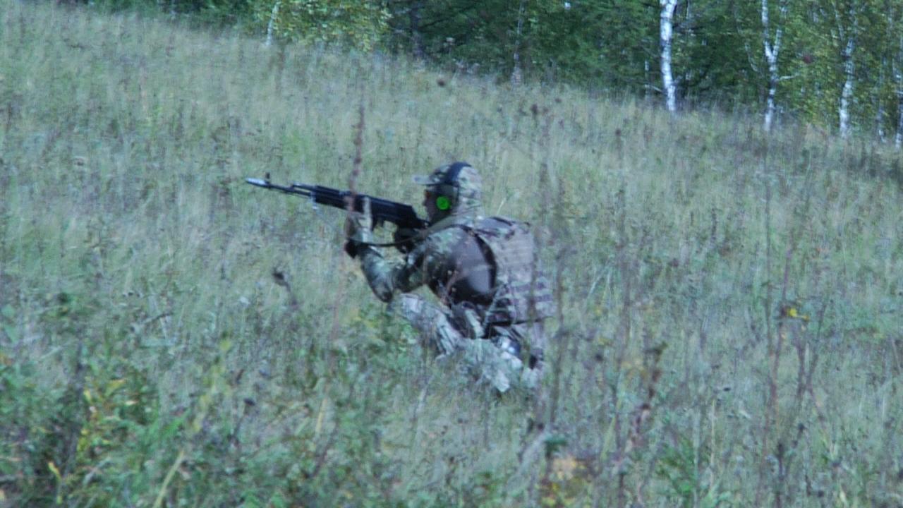 Передвижение спецназа по лесистой местности