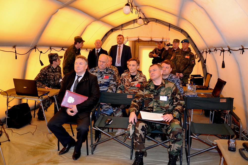 Оперативный штаб в Тамбовской области принимает доклады должностных лиц на вспомогательном пункте управления