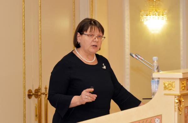 Марина Кравец - директор департамента образования Ямало-Ненецкого автономного округа рассказалао совершенствовании мер по реализации требований антитеррористической защищенности объектов образовательных организаций