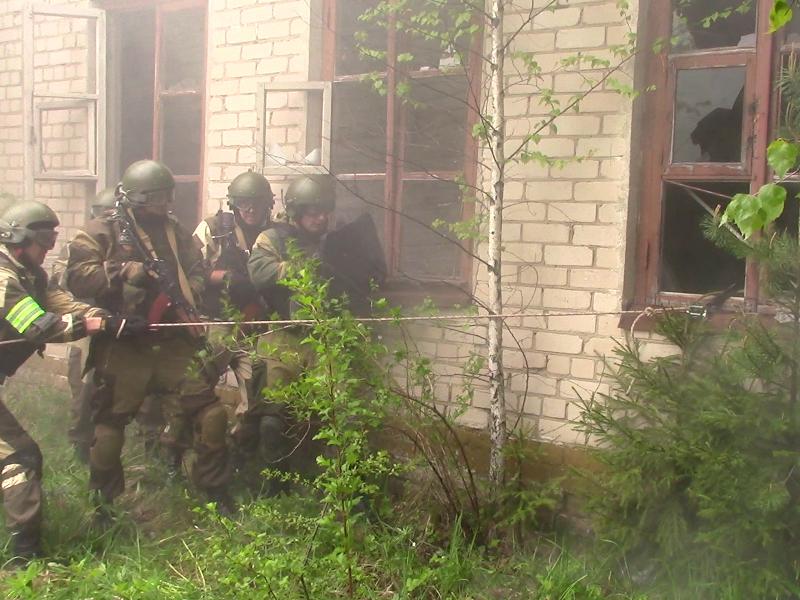 Штурм захваченного «террористами» здания