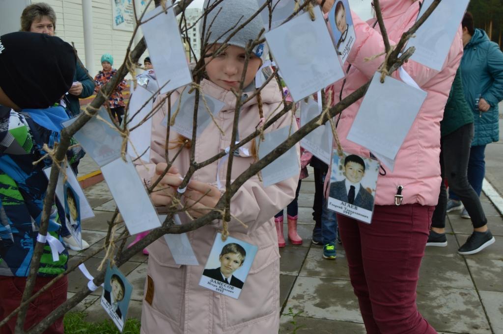 В памятных мероприятиях приняли участие учащиеся и младших классов