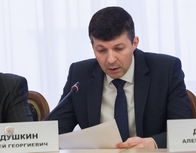 Александр Усс обсудил с членами региональной антитеррористической комиссии вопросы обеспечения безопасности в день выборов Президента России