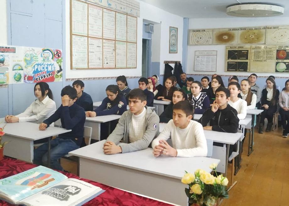 В Буйнакском районе проходят встречи школьников с представителями АТК