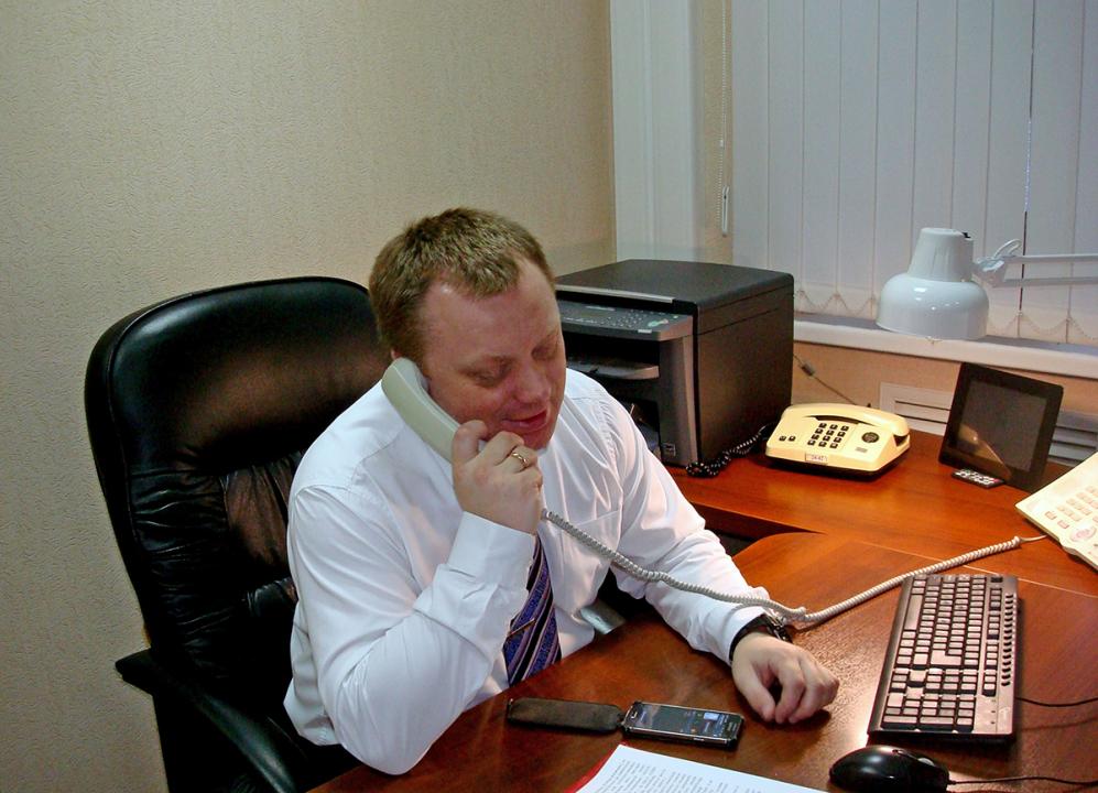 Руководитель оперативной группы принимает информацию о захвате «заложников»