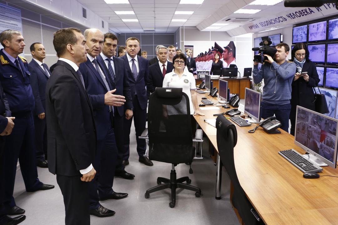 Председатель АТК - губернатор Краснодарского края Вениамин Кондратьев посетил ситуационный центр «Безопасный город» города-курорта Геленджик