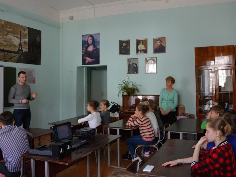 Беседа с просмотром видеоматериала по действиям при угрозе возникновения теракта. Саратовский областной колледж искусств, г. Вольск.