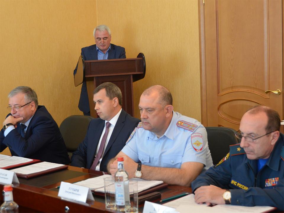 Докладывает Багаев Б.Г. замминистра ЖКХ, топлива и энергетики.