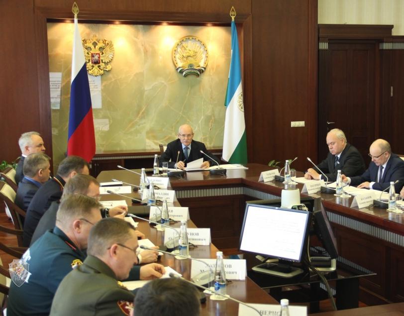 Подведение итогов обсуждения докладов и обмена мнениями. Глава Республики Башкортостан Рустем Закиевич Хамитов подводит итоги заседания