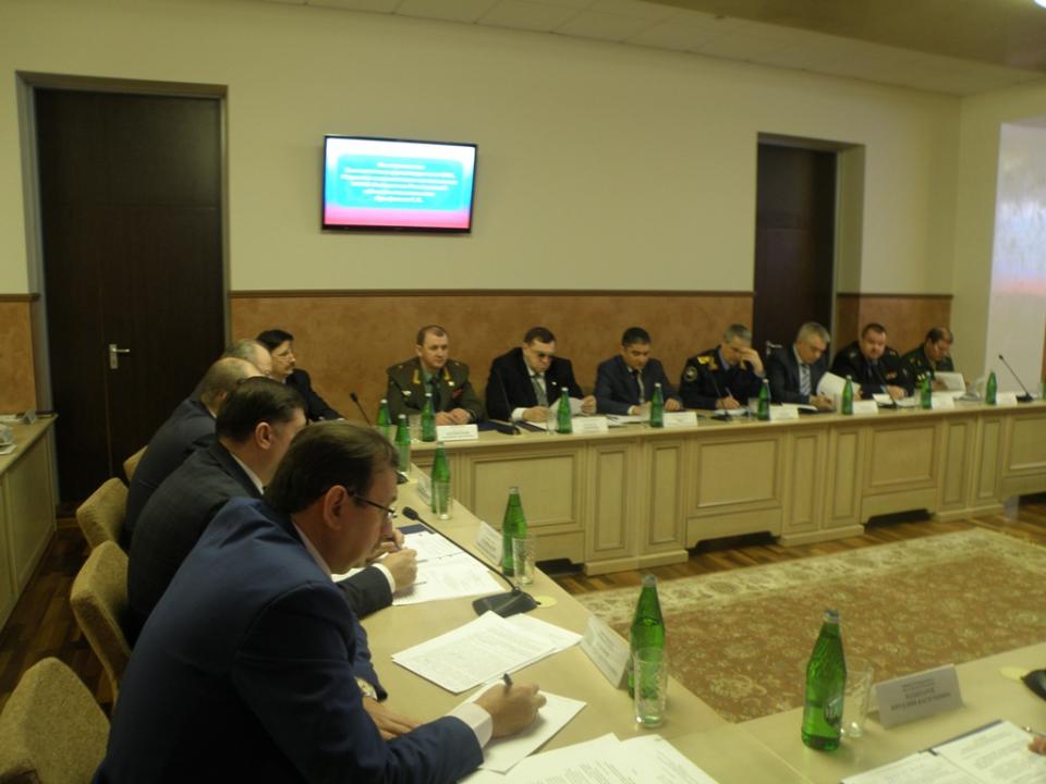 Обсуждение проекта решения внеочередного совместного заседания оперативного штаба в Ростовской области и антитеррористической комиссии в Ростовской области