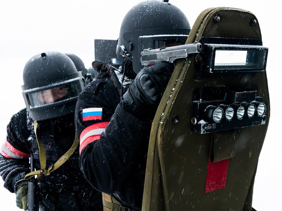 Группы спецназа выдвигаются на позиции