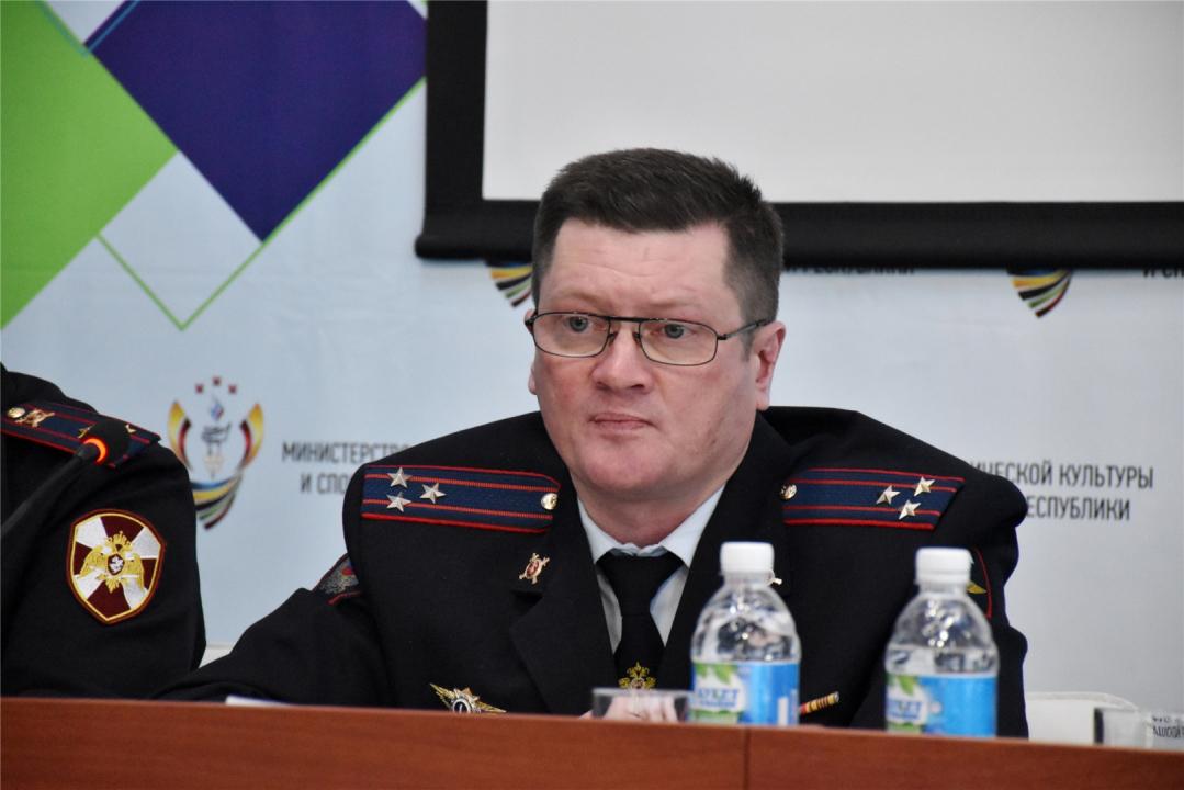 Выступает начальник Управления организации охраны общественного порядка МВД по Чувашской Республике Семенов Марат Рифхатович