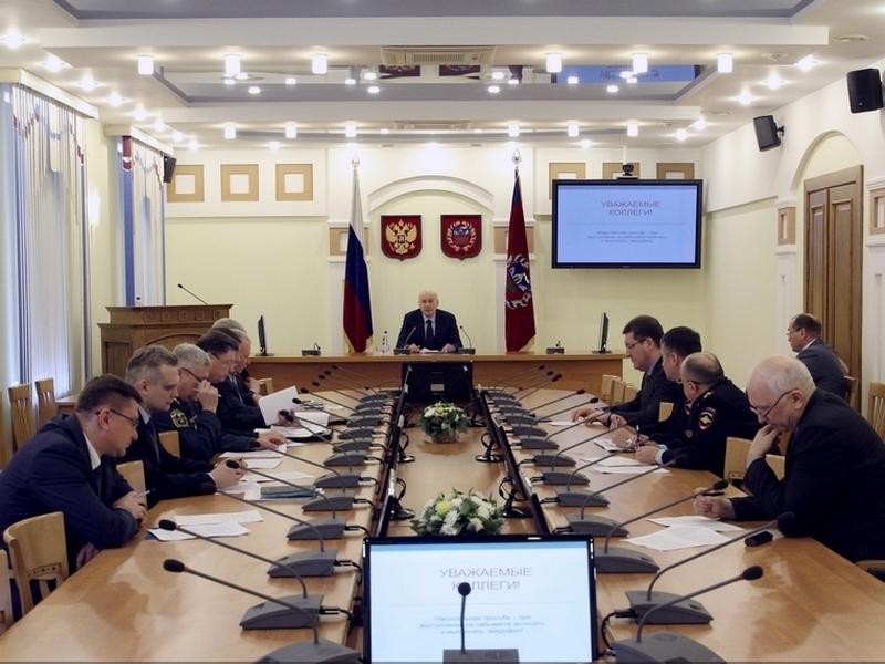 На заседании антитеррористической комиссии Алтайского края обсудили вопросы обеспечения безопасности новогодних праздников и итоги работы за 2016 год