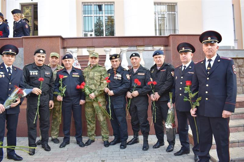 В Махачкале росгвардейцы приняли участие в праздновании Дня полиции