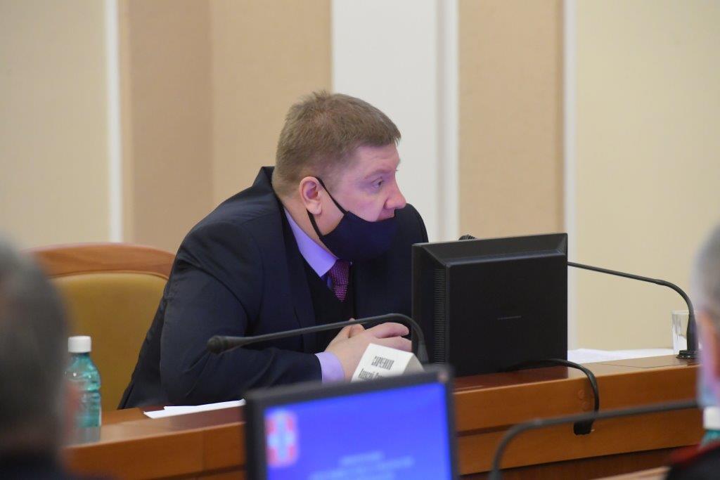 Начальник УФСБ России по Омской области Алексей Савченков выступает на заседании антитеррористической комиссии Омской области