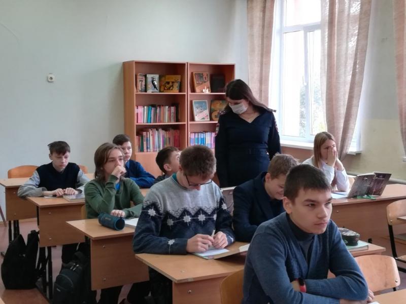 Профилактическую беседу со школьниками провели сотрудники полиции в Подмосковье