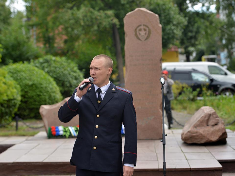 Исполнение песни сотрудником Управления федеральной службы войск национальной гвардии России по Республике Алтай.