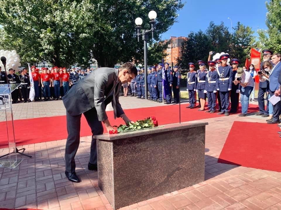 Возложение цветов начальником управления региональной безопасности области Ефименко Александром Дмитриевичем