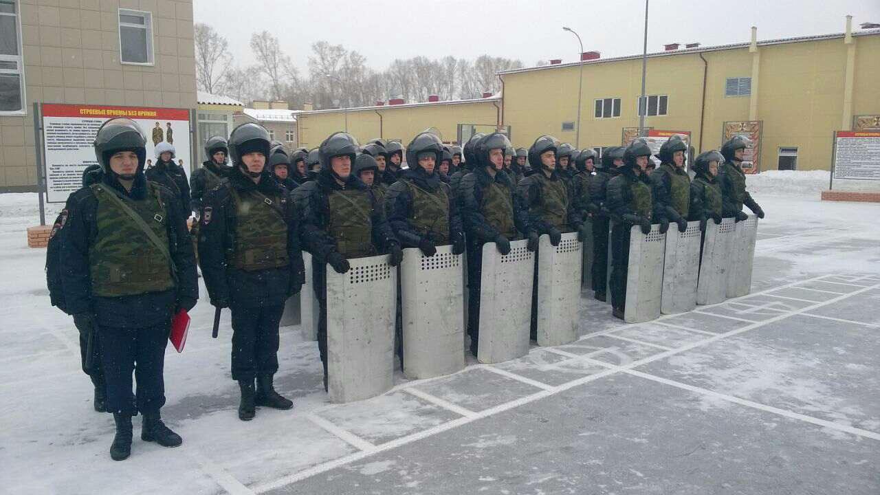 Личный состав и техника группы оцепления, состоящей из военнослужащих Росгвардии