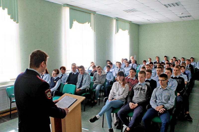 В Рязанской области сотрудники Центра противодействия экстремизму УМВД напомнили студентам правила безопасного поведения в сети Интернет