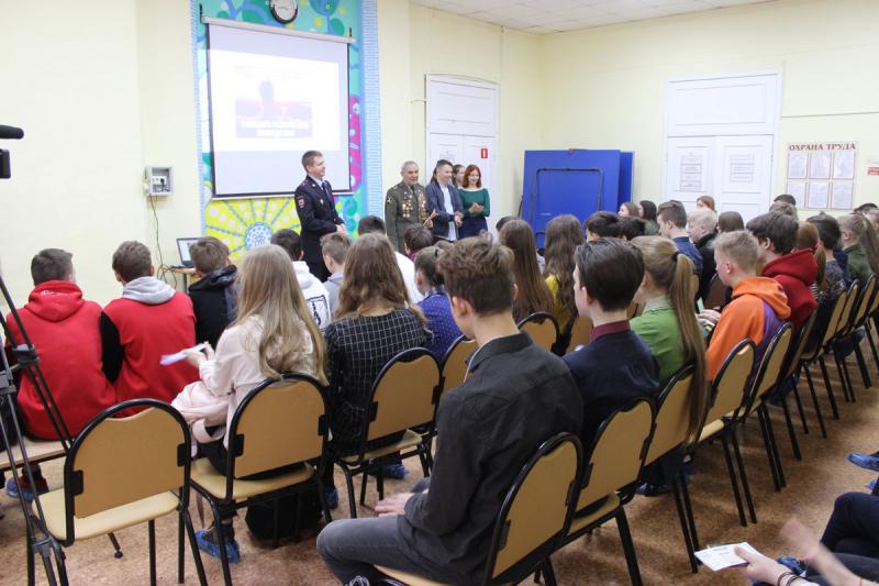 Кировские полицейские совместно с общественниками проводят интерактивные квесты по профилактике экстремизма и терроризма среди подростков