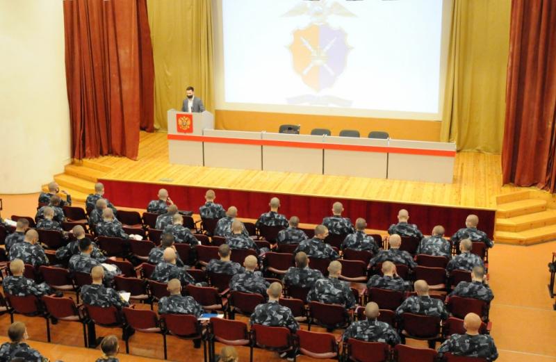 В Вологде полицейские рассказали первокурсникам о профилактике экстремизма в молодежной среде