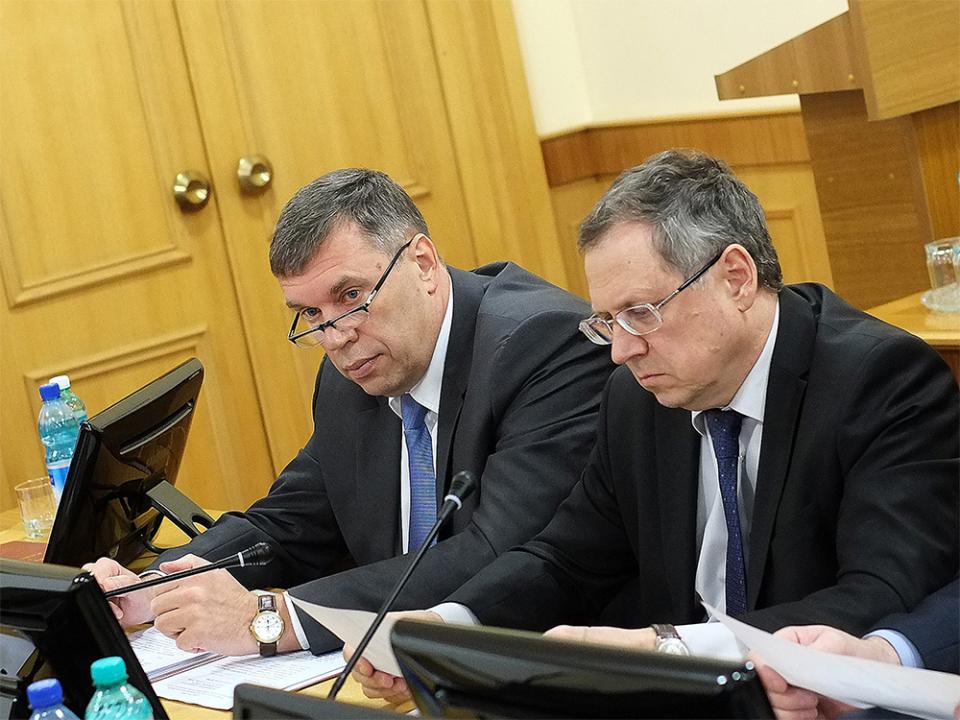 Приглашенные на совместное заседание главный федеральный инспектор по Кировской области В.В. Климов и прокурор Кировской области Н.В. Журков