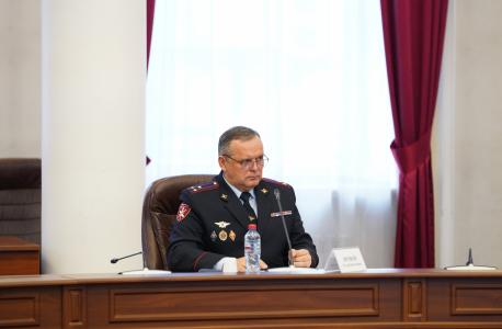 Докладчик – представитель Управления Росгвардии по Иркутской области Р.Н. Яровой