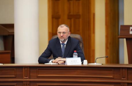 Член Комиссии – заместитель Губернатора Иркутской области А.Ю. Бунёв