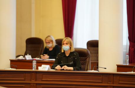Докладчик – заместитель министра по молодежной политике Иркутской области И.С. Авдеева