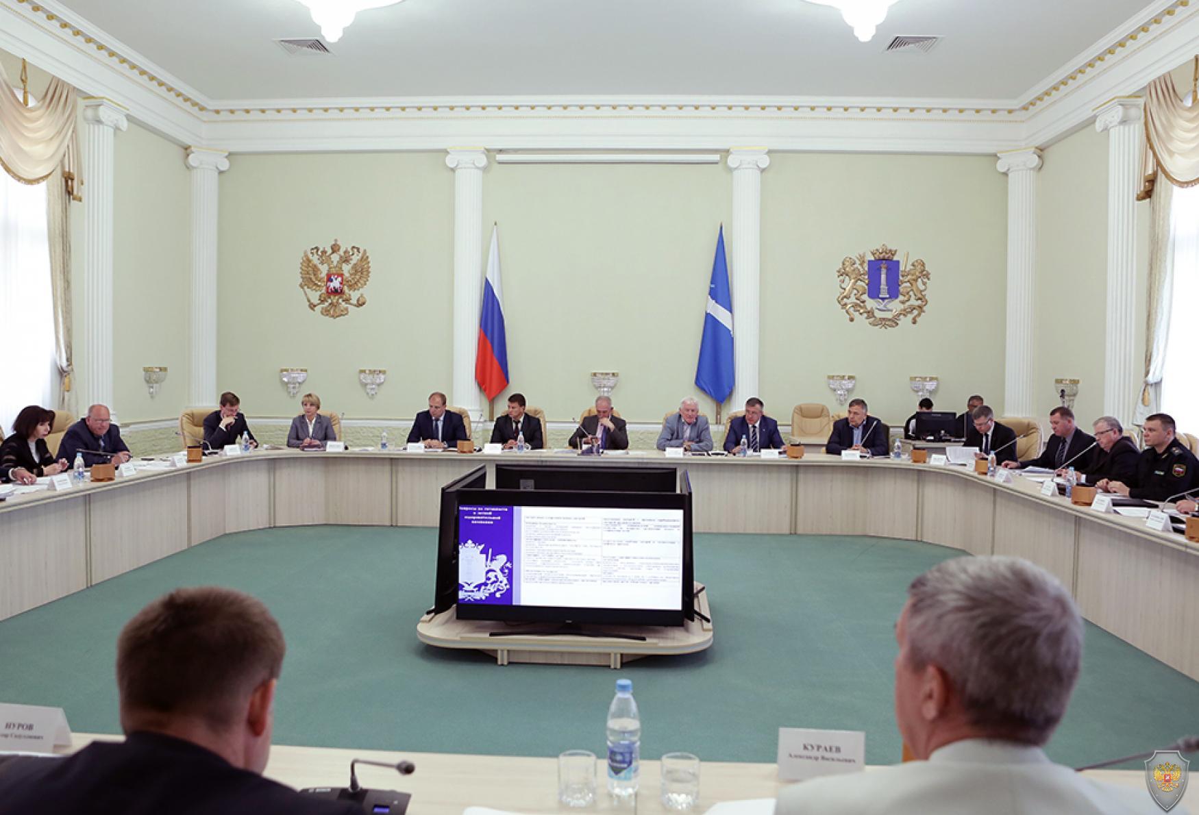 Проведение заседания антитеррористической комиссии в Ульяновской области 28 мая 2018 года (на фотографии: члены АТК и приглашённые лица)