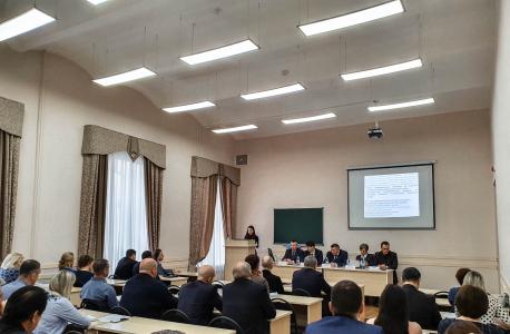 Аудитория «круглого стола» с участием руководителей муниципальных образований Ивановской области и секретари муниципальных АТК