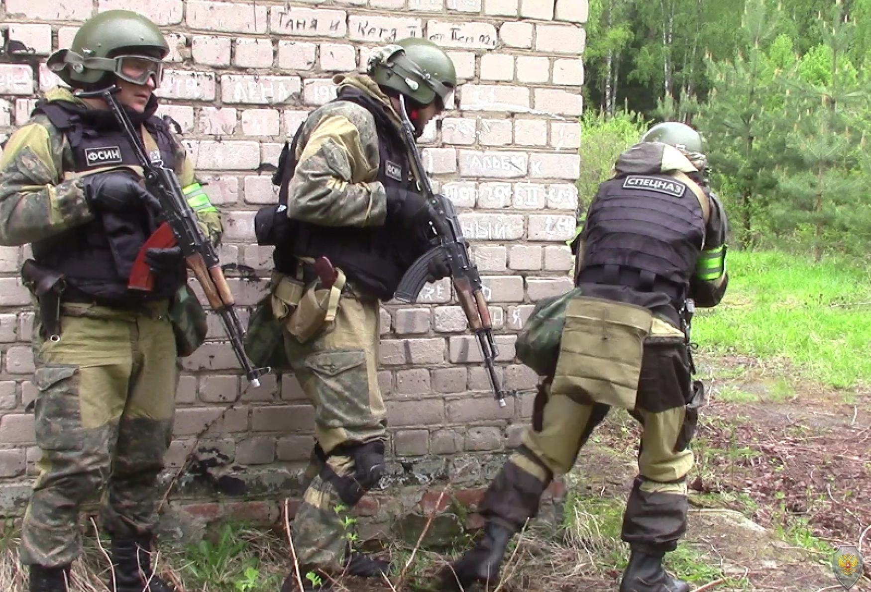 Бойцы ОБП выдвигаются на исходные позиции