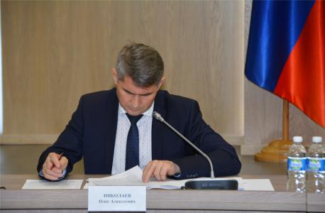 Ведет заседание председатель антитеррористической комиссии в Чувашской Республике, Глава Чувашской Республики Николаев Олег Алексеевич.