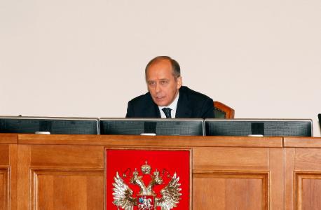 Председатель НАК  А.В. Бортников открывает заседание Комитета