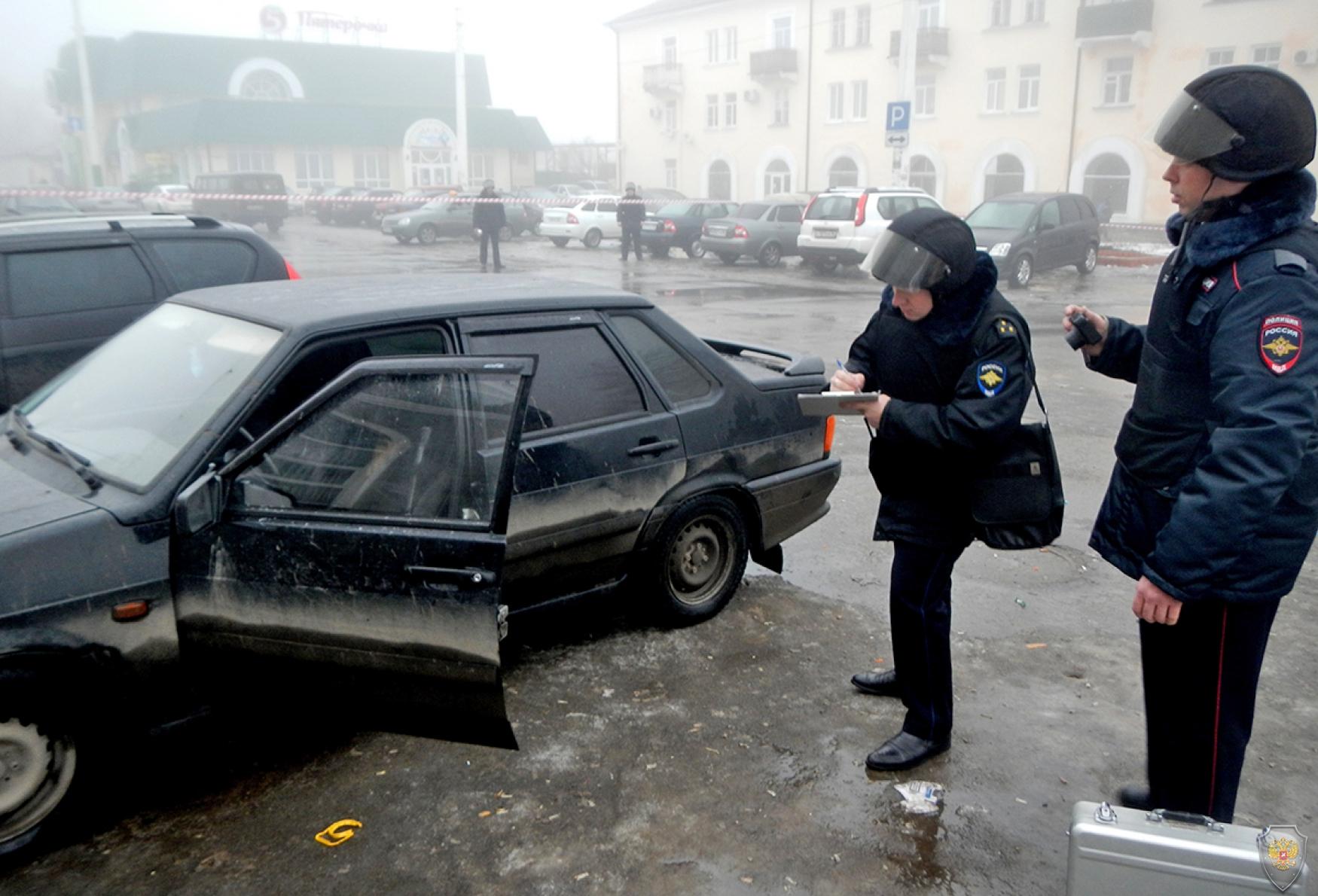 Обследование подозрительного автомобиля на наличие самодельного взрывного устройства