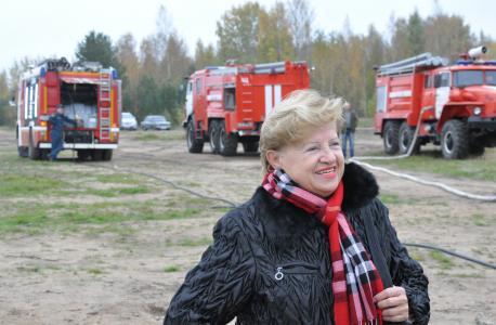 Первый секретарь СЖМ Людмила Щербина вместе с курсантами