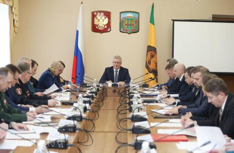 Обсуждение повестки совместного заседания (на фотографии: председатель АТК, Губернатор И.А. Белозерцев, члены АТК и ОШ, приглашенные)