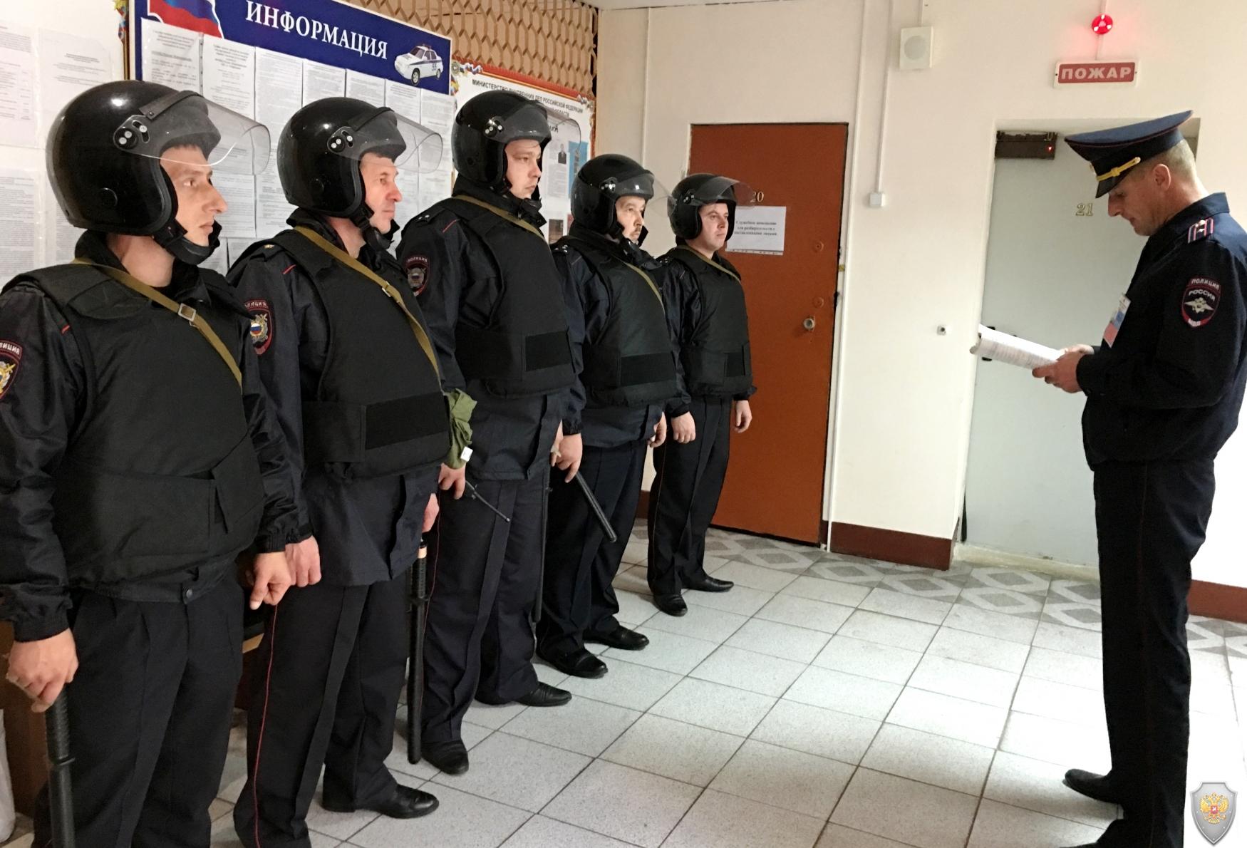 Проведение инструктажа и постановка задач сотрудникам отделения полиции МОМВД России «Кирсановский»