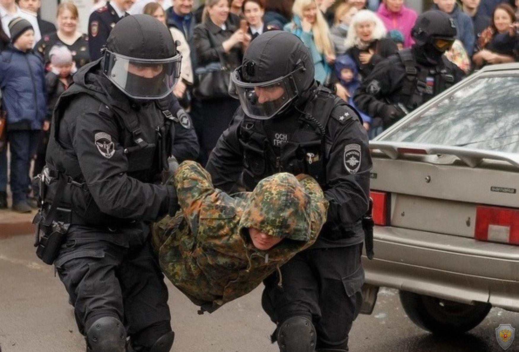 Показательные выступления сотрудников правоохранительных органов