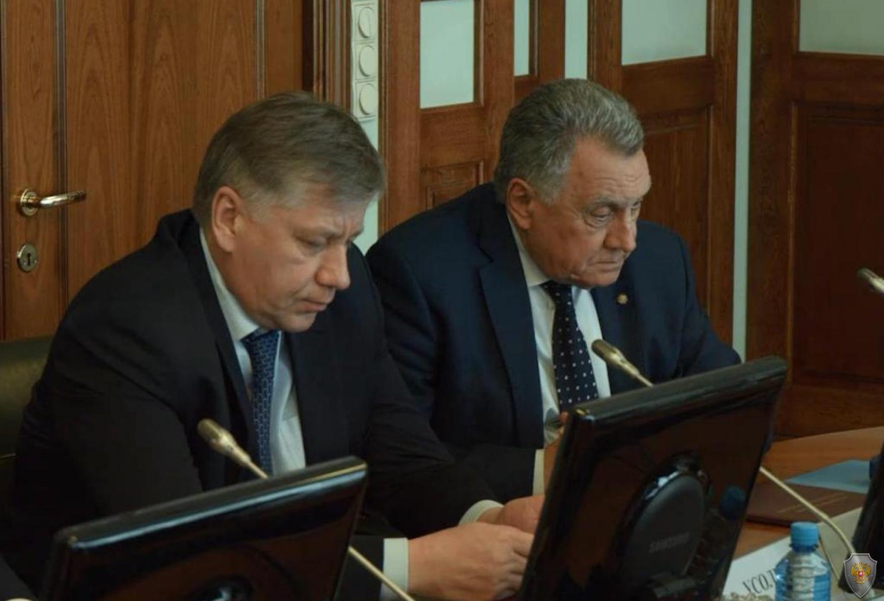 Интерес участников заседание вызвал вопрос исполнения органами исполнительной власти края полномочий, установленных 35-фз от 06.03.06 г.