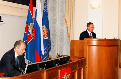 С докладом выступает заместитель Директора ФСБ России – руководитель аппарата НАК И.Г. Сироткин