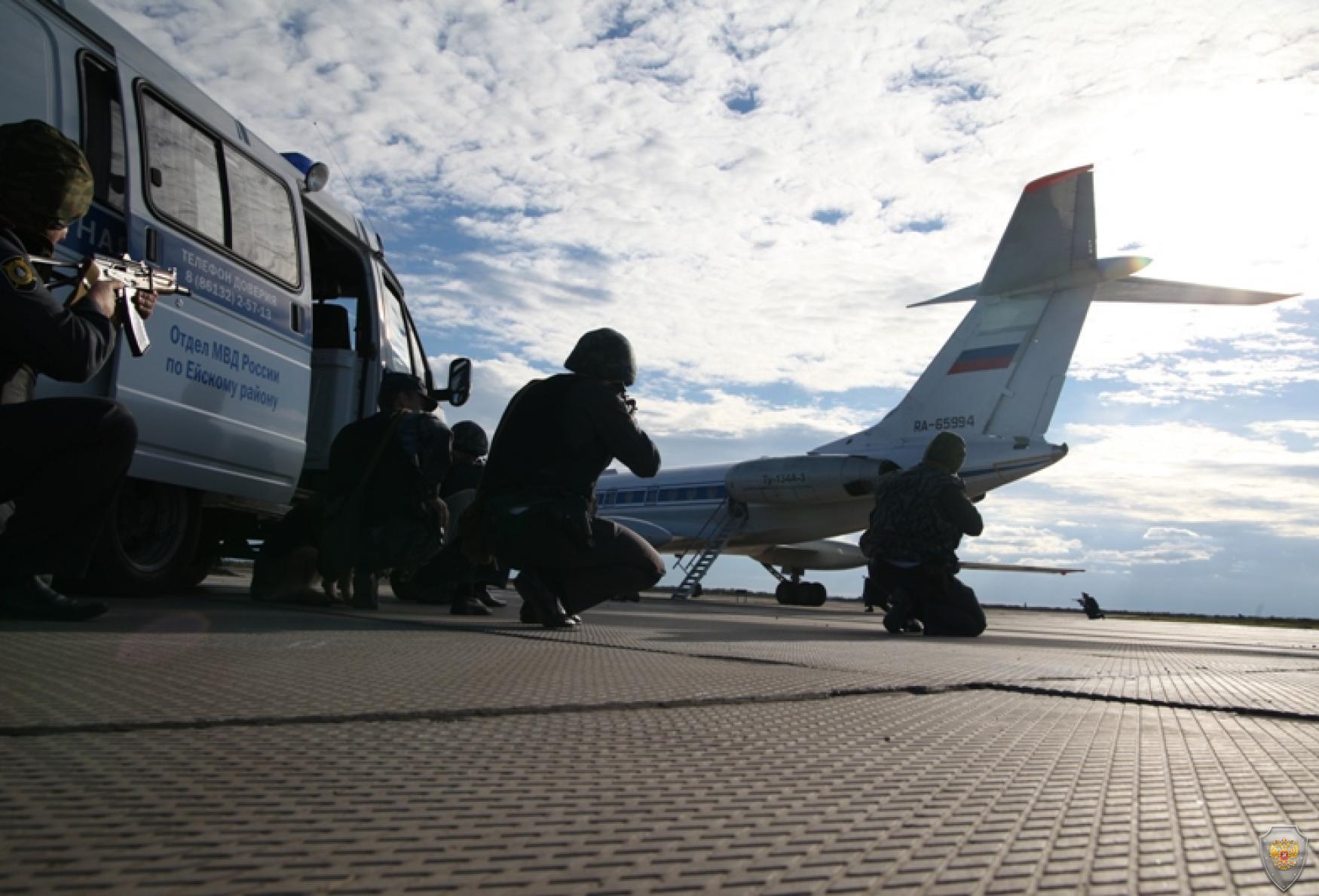Освобождение заложников спецподразделениями МВД и ФСБ России из захваченного террористами самолета