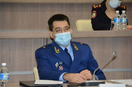 Задает вопросы заслушиваемым Приволжский транспортный прокурор Конош Дмитрий Алексеевич.